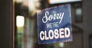 store closed sign on business that shuttered during pandemic without business interruption insurance